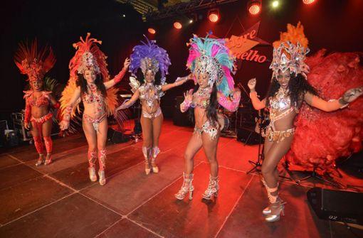 Zu Samba-Rhythmen zeigten die Tänzerinnen, ...  Foto: Andreas Rosar Fotoagentur-Stuttgart