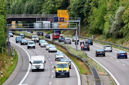 Die B27 soll zwischen Echterdingen und Aich ausgebaut werden. Woran es liegt, dass die Planungen noch nicht weiter sind, ist ein Streitthema im Wahlkampf. Foto: Norbert J. Leven