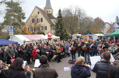 Der evangelische Posaunenchor spielte in Stammheim zum Auftakt des Weihnachtsmarktes. Foto: Torsten Ströbele