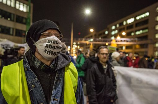 Die Bürgerinitiative Neckartor hat am Donnerstagabend demonstriert. Foto: Lichtgut/Julian Rettig