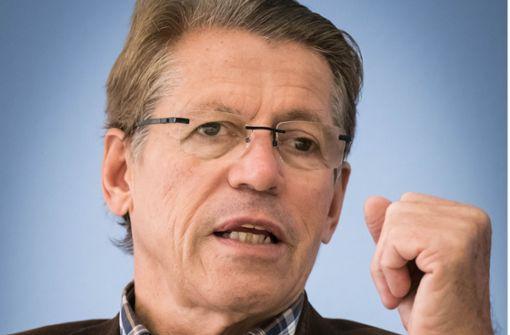 Rolf Gaßmann vom Mieterverein Stuttgart rät Mietern zur Vorsicht. Foto: Lichtgut/Achim Zweygarth