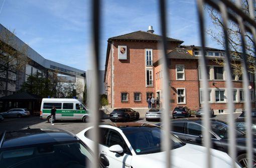 Einsatz in Zuffenhausen: 190 Polizisten und Staatsanwälte durchsuchten im April mehrere Geäbude von Porsche, darunter auch die Zentrale. Foto: dpa