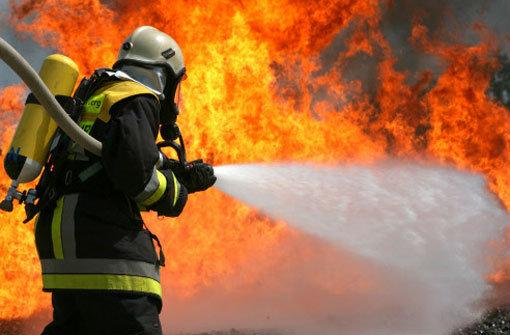 Pausenhalle von Schule ausgebrannt
