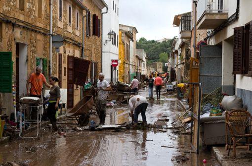 Insgesamt zwölf Menschen sterben durch das Unwetter auf der Urlaubsinsel Mallorca, darunter auch drei Deutsche. Foto: AP
