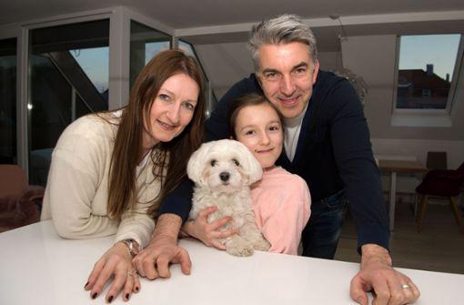 Stadtmenschen aus Überzeugung: Jenny, Zoé und Oliver Popp (v. l.) mit Hund Goliath Foto: