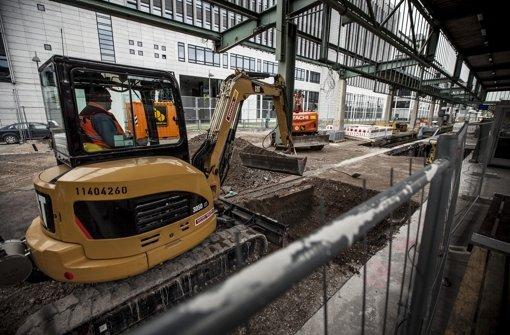 Der Bahnsteig am Stuttgarter Hauptbahnhof wird verlegt. Foto: Leif Piechowski