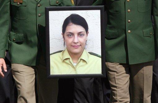Polizisten erweisen  ihrer in Heilbronn ermordeten Kollegin Kiesewetter die letzte Ehre Foto: dpa