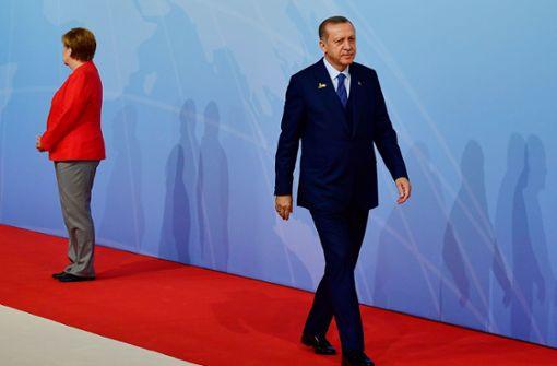 Merkel will bei Erdogan Menschenrechte einfordern