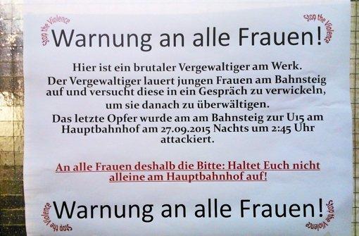 Klingt dramatisch, ist aber frei erfunden: Auf Plakaten wird vor einem Vergewaltiger gewarnt Foto: StN