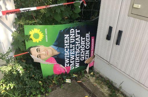 Unbekannte zerstören Grünen-Plakate