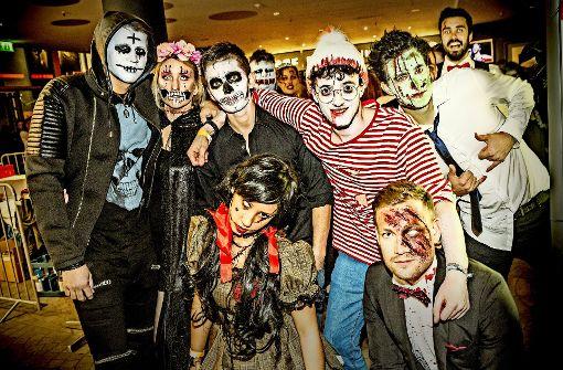Vampire und Zombies ziehen durch die Stadt