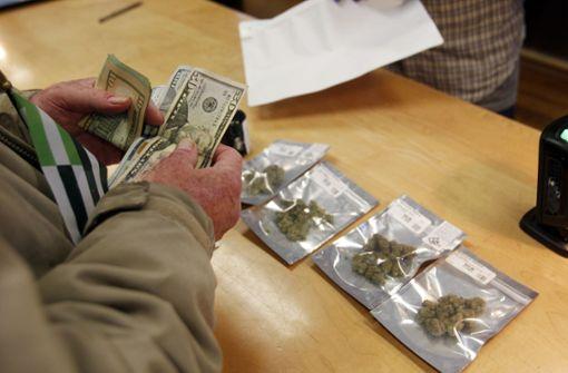 Regierung sagt legalem Marihuana den Kampf an