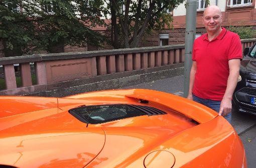 Esel beißt Sportwagen: Gericht verhandelt