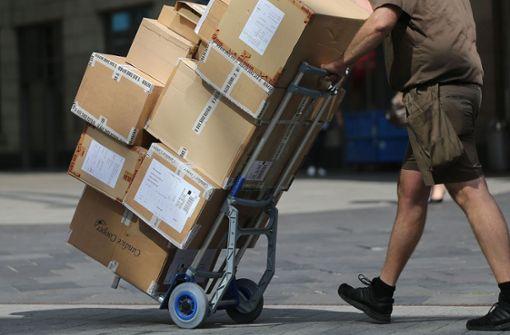 Ein Paketzusteller soll mindestens 70 Pakete entwendet haben (Symbolfoto). Foto: dpa