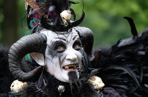 So ausgefallen feiern die Gotik-Fans