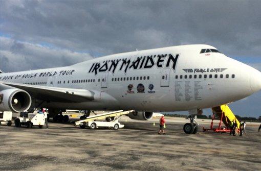 Iron Maiden bestreiten ihre Welttournee mit der Ed Force One - einer umgebauten Boeing 747-400.  Foto: twitter.com/IronMaiden / Screenshot