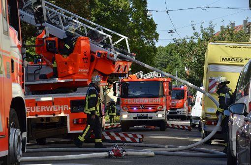 Die Feuerwehr rückte mit mehreren Fahrzeugen an Foto: Andreas Rosar Fotoagentur-Stuttgart