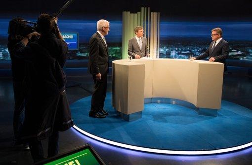 Fernsehduell im SWR (v. links):   Ministerpräsident Winfried Kretschmann (Grüne), Moderator Clemens Bratzler und Guido Wolf (CDU) Foto: dpa