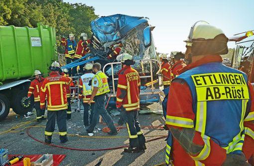 Schweres Busunglück: Reiseleiterin kommt ums Leben