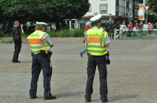 Die Polizei hatte die Lage im Griff, dennoch gab es am Rande der Demo Rangeleien. Foto: Peter Meuer