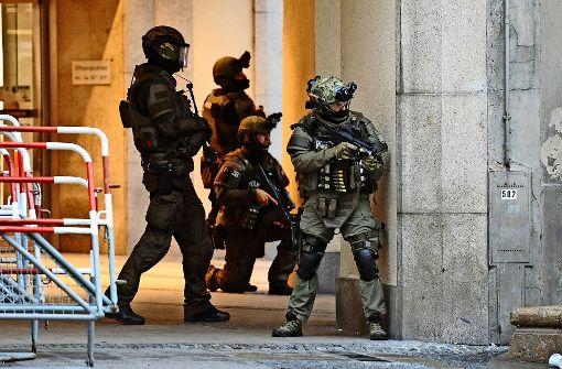 Beim Münchner Amoklauf am 22. Juli 2016 war die Polizei auf sich gestellt. Doch es sind große Terrorszenarien denkbar, bei denen sie womöglich auf die Hilfe der Bundeswehr angewiesen ist. Foto: dpa