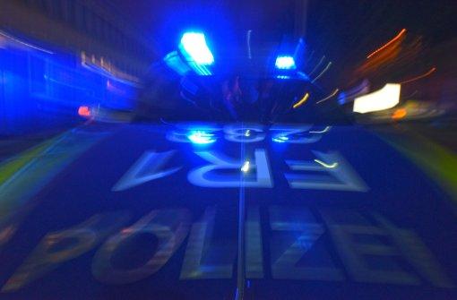 Die Polizei fahndet nach einem flüchtigen Autofahrer. Foto: dpa