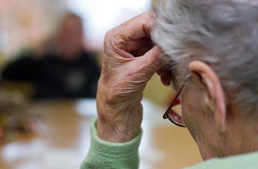 Tübinger Forscher haben herausgefunden: Das menschliche Gehirn arbeitet im Alter zwar langsamer, aber nur, weil es im Laufe der Zeit mehr Wissen gespeichert hat. Foto: dpa