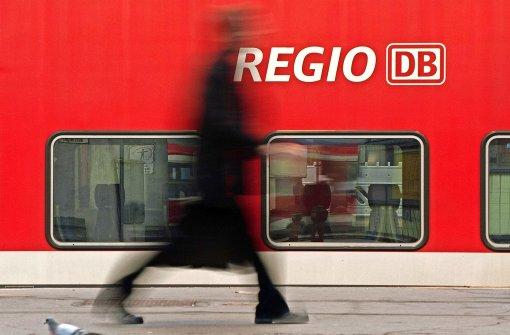 Pendler sollen  sich wieder auf die Pünktlichkeit der Züge verlassen können – und darauf, dass diese überhaupt fahren. Foto: dpa