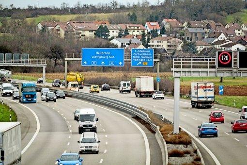 Mehr als 400 Schilderbrücken überspannen die Straßen in der  Region. Foto: factum/Granville