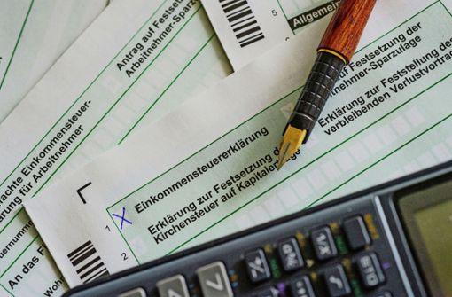 Wer seine Steuererklärung 2017 auf Papier einreicht, muss sich beeilen: Am 1. Juni 2018  ist Stichtag. Foto: dpa-Zentralbild