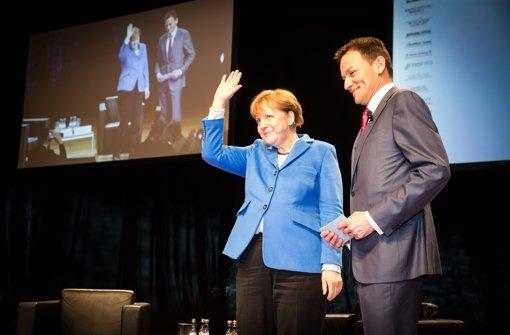 Bundeskanzlerin Dr. Angela Merkel mit Dr. Christoph Reisinger, Chefredakteur der Stuttgarter Nachrichten. Foto: Lichtgut/Achim Zweygarth