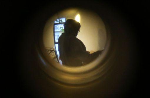 Die Polizei warnt vor Trickdieben, die an der Wohnungstür klingeln. Foto: dpa (Symbolbild)
