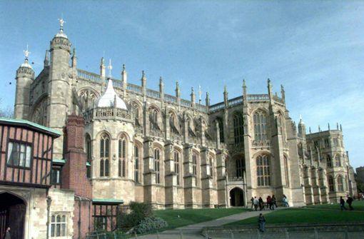 Die Kapelle sah schon viele royale Hochzeiten: Prinz Charles und Camilla empfingen hier im April 2005 nach ihrer Trauung den Segen der Kirche.  Foto: dpa
