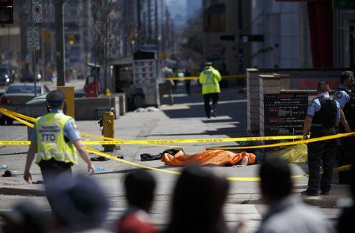 Lieferwagen rast in Toronto in Gruppe von Fußgängern