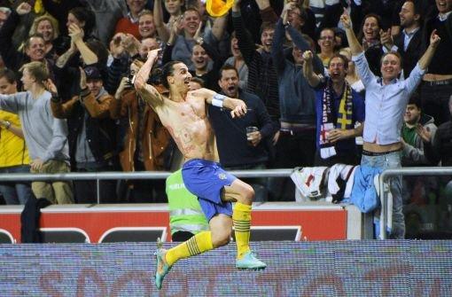 Am Freitagabend eröffnen Bayern München und Gladbach die 51. Bundesliga-Saison - ob bis Mitte Mai 2014 hierzulande einem Kicker ein Treffer der Marke Ibrahimovic gelingen wird, ist eher unwahrscheinlich. Foto: dpa