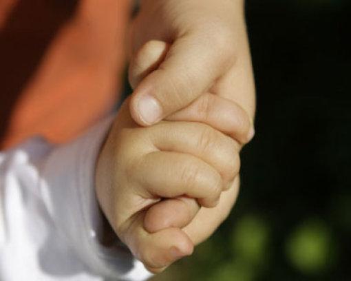 Fünf Wochen alten Säugling misshandelt