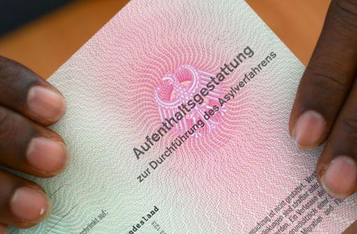 Verkehrsminister mischt sich in Asyl-Debatte mit Forderungen ein
