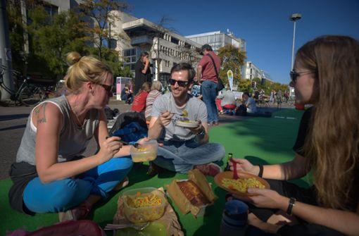 Picknickkörbe auf der Bundesstraße