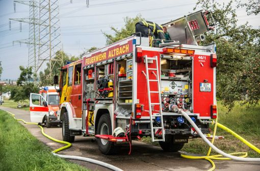 Auf einem Grundstück war eine große Tanne in Brand geraten.  Foto: SDMG