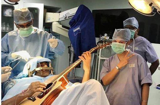 Operation mit Gitarre