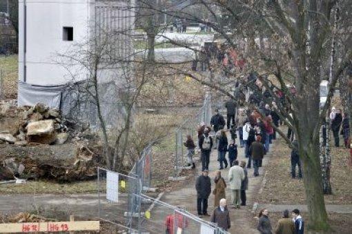 Viele Schaulustige waren zur Sprengung gekommen Foto: Hörner