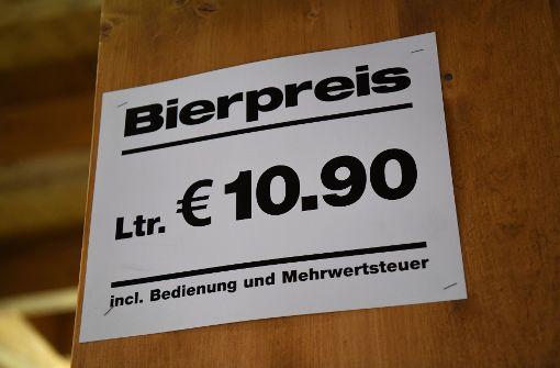 Mehr als zehn Euro wird die Maß auf dem Oktoberfest kosten. Foto: dpa