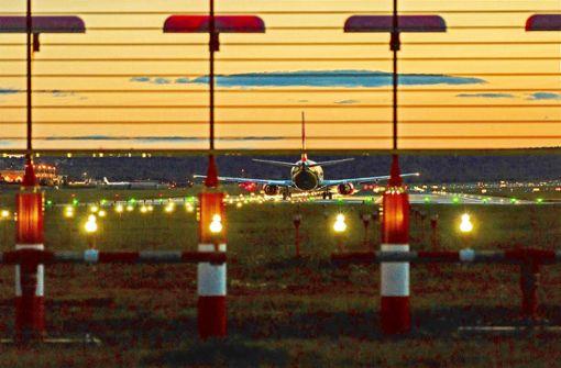 Auf der Flughafenpiste werden jetzt Leuchtdioden eingesetzt. Foto: Flughafen Stuttgart