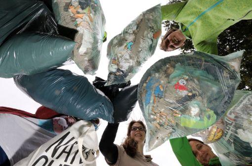 Umweltschützer sammeln mehrere Tonnen Plastikmüll