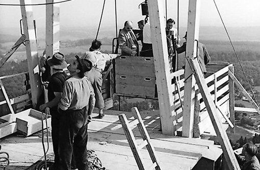 Arbeiten in luftiger Höhe und Aufzugfahren in beachtenswertem Korb Foto: SWR