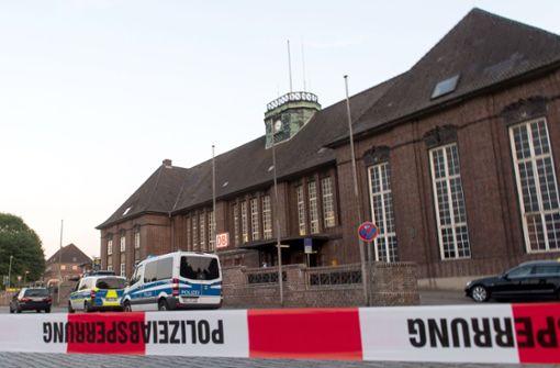 Polizistin erschießt Messerstecher nach Angriff in Zug