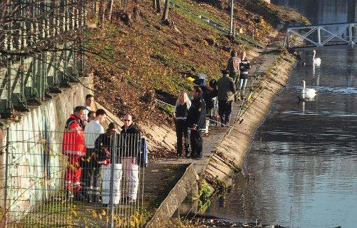 Passanten finden Leiche im Neckar