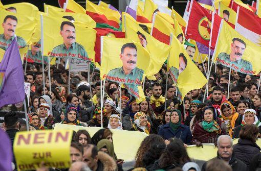 Rund 30.000 Kurden waren am Samstag in Frankfurt auf die Straße gegangen. Foto: dpa