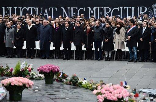 Hollande ehrt Opfer