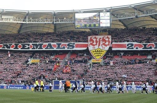V-Leute sollen helfen, schwere Straftaten bei Fußballspielen zu verhindern. Die harte Fan-Szene ist  empört. Foto: dapd